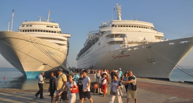 Three cruise ships docked at Turkey's popular cruise destination Kuşadası, bringing 3,500 tourists to the district.