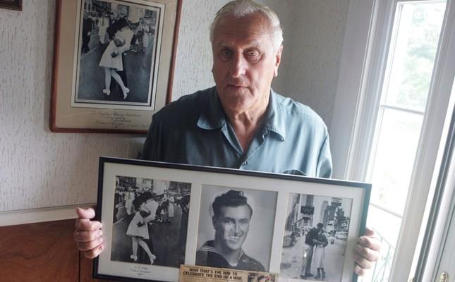 Kissing sailor' in famous NY photograph dies at 95 - Daily Sabah
