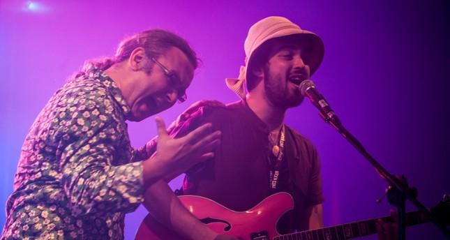 Vocalist Emre Çötelioğlu and Görkem Baharoğlu (R)