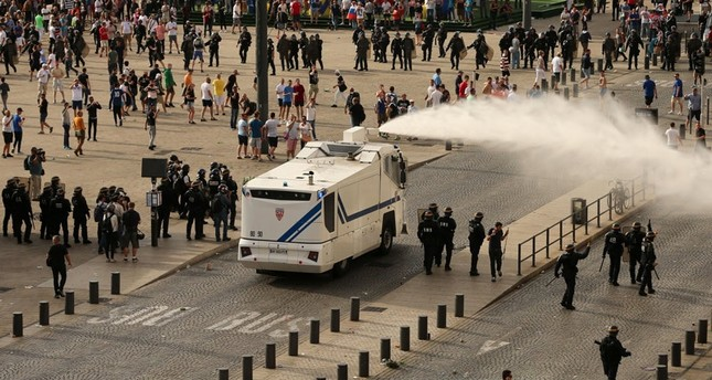 Police say 35 injured in clashes in Marseille at England-Russia match