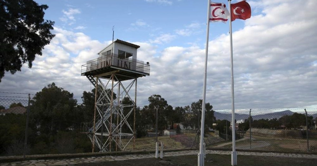 A U.N. guard post is seen in the buffer zone as a Turkish and a Turkish Cypriot flag wave on the Turkish Cypriot northern part of the divided city of Lefko?a. (Reuters File Photo)
