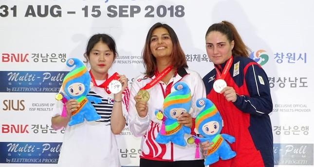 التركية شوال تارهان تحصد الميدالية الذهبية ببطولة العالم للرماية