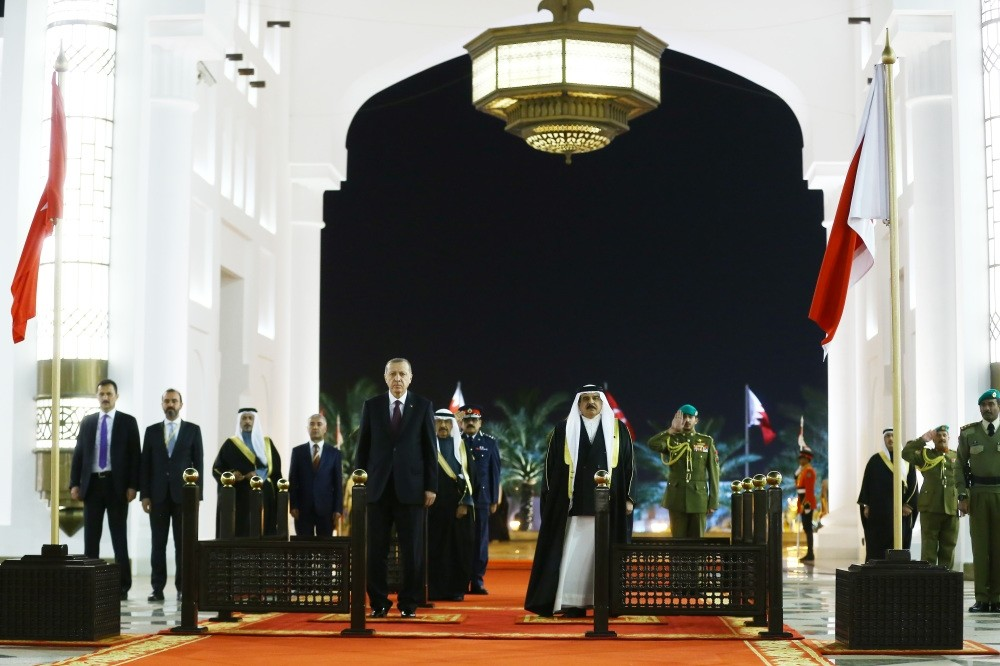 President Recep Tayyip Erdou011fan, who visited Bahrain on Monday as part of his official visit to the Gulf states, is welcomed by Bahrain's King Hamad bin Isa Al Khalifa at the official ceremony.