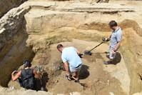 من أعمال البحث والتنقيب في مكان دفن أحشاء السلطان العثماني سليمان القانوني بالمجر (الأناضول)