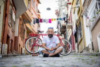 Mehmet Yapar cycles day and night on his red bike. For him, cycling is a way to hold on to life and get his mind off all else due to financial problems in his professional life. Having created an...