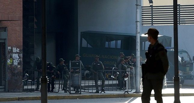 Members of the National Guard are seen outside the Public Prosecutor's office in Caracas on August 5, 2017 (AFP Photo)