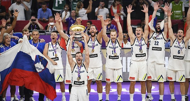 Slovenia's players celebrate with their trophy after defeating Serbia at the end of the FIBA Eurobasket 2017 men's Final basketball match between Slovenia and Serbia at Sinan Erdem Sport Arena in Istanbul on September 17, 2017. (AFP Photo)