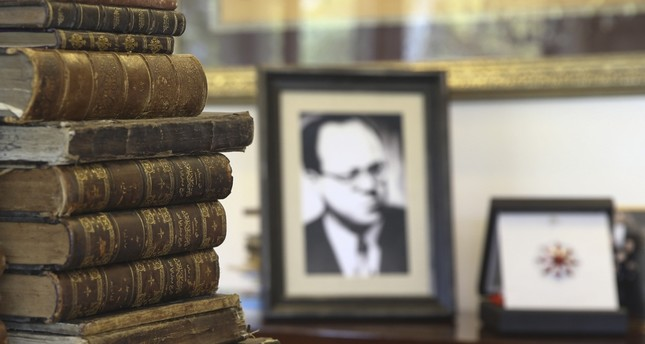Cemil Meriç's library contains 11,500 books, and 300 of them have been granted to the Presidential Library.