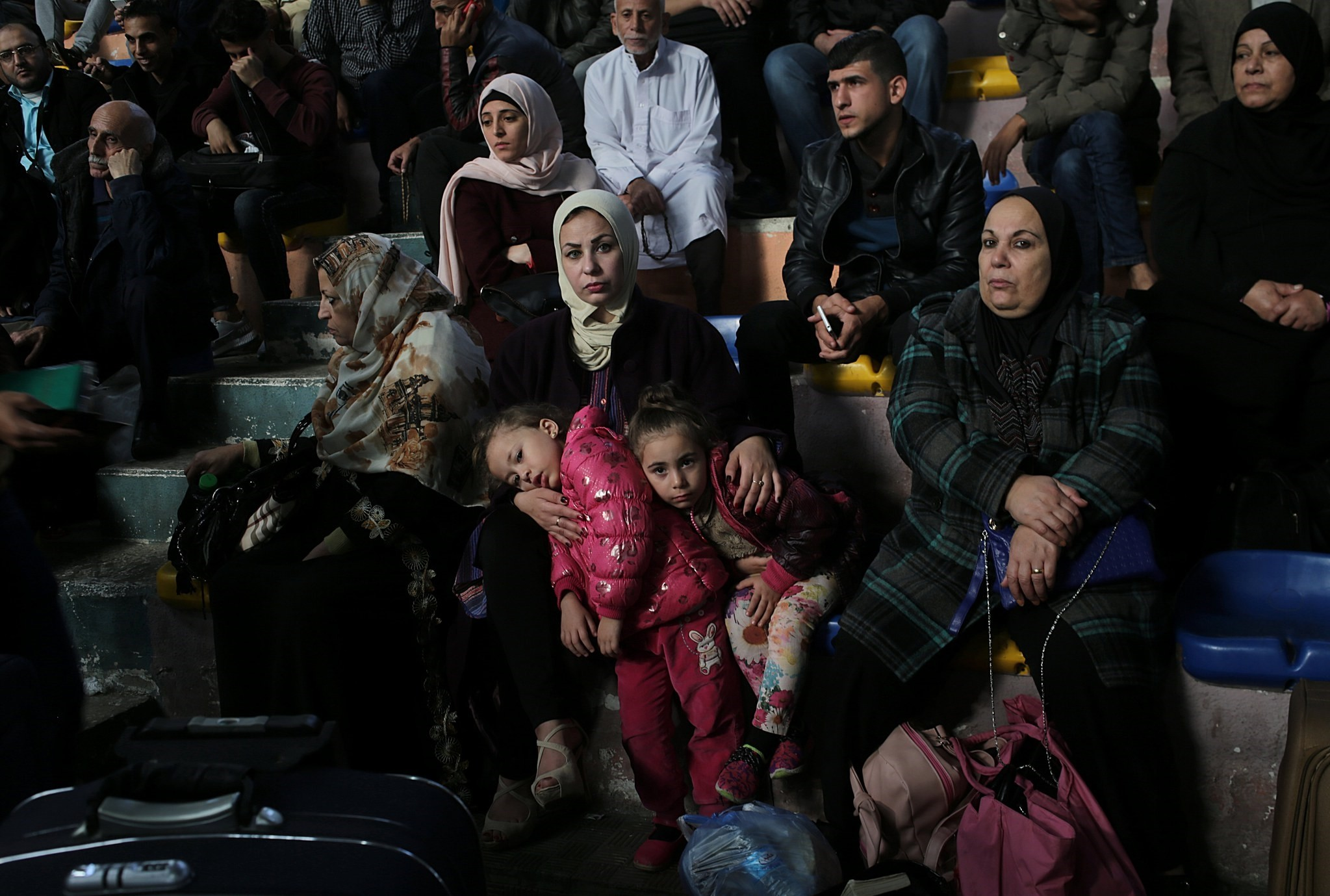 Palestinians wait to cross Rafah border with Egypt, in the Palestinian side, southern Gaza Strip, 18 November 2017. (EPA Photo)