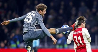 Bayern star Mueller apologizes to Ajax defender for horrific kick