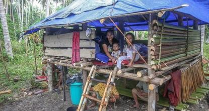 وقف الديانة التركي يوزع مساعدات عاجلة لمتضرري التسونامي في إندونيسيا