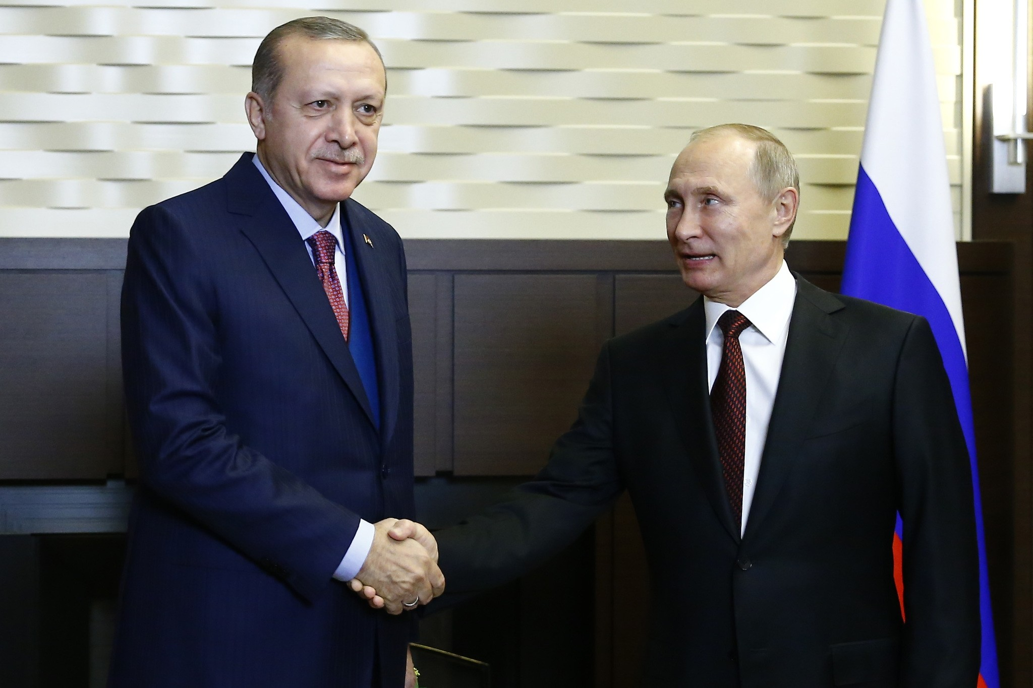 President Recep Tayyip Erdogan and his Russian counterpart Vladimir Putin met met to discuss bilateral ties at the presidential residence in Sochi on Nov. 13, 2017. (AA Photo)