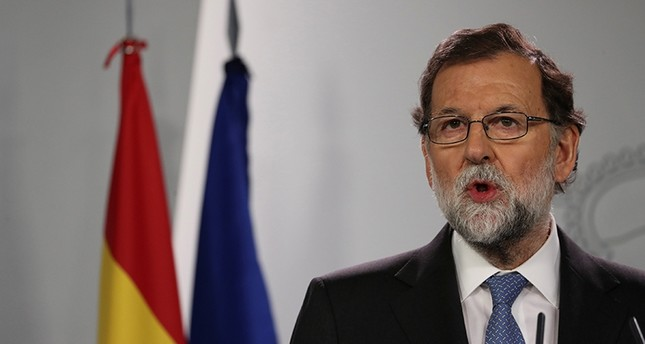 Spain's Prime Minister Mariano Rajoy delivers a statement after an extraordinary cabinet meeting at the Moncloa Palace, Madrid, Spain, Oct. 27, 2017. (Reuters Photo)