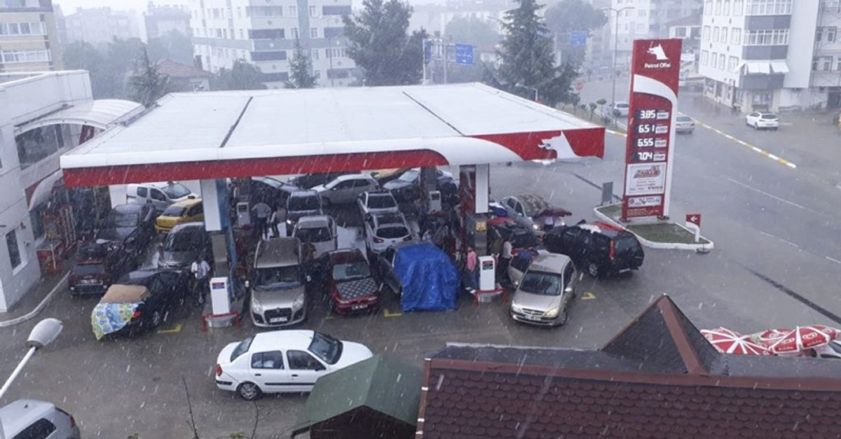 Drivers trying to escape hail flocked to a gas station in Abana district of Kastamonu province, northern Turkey, June 4, 2019. (AA Photo)