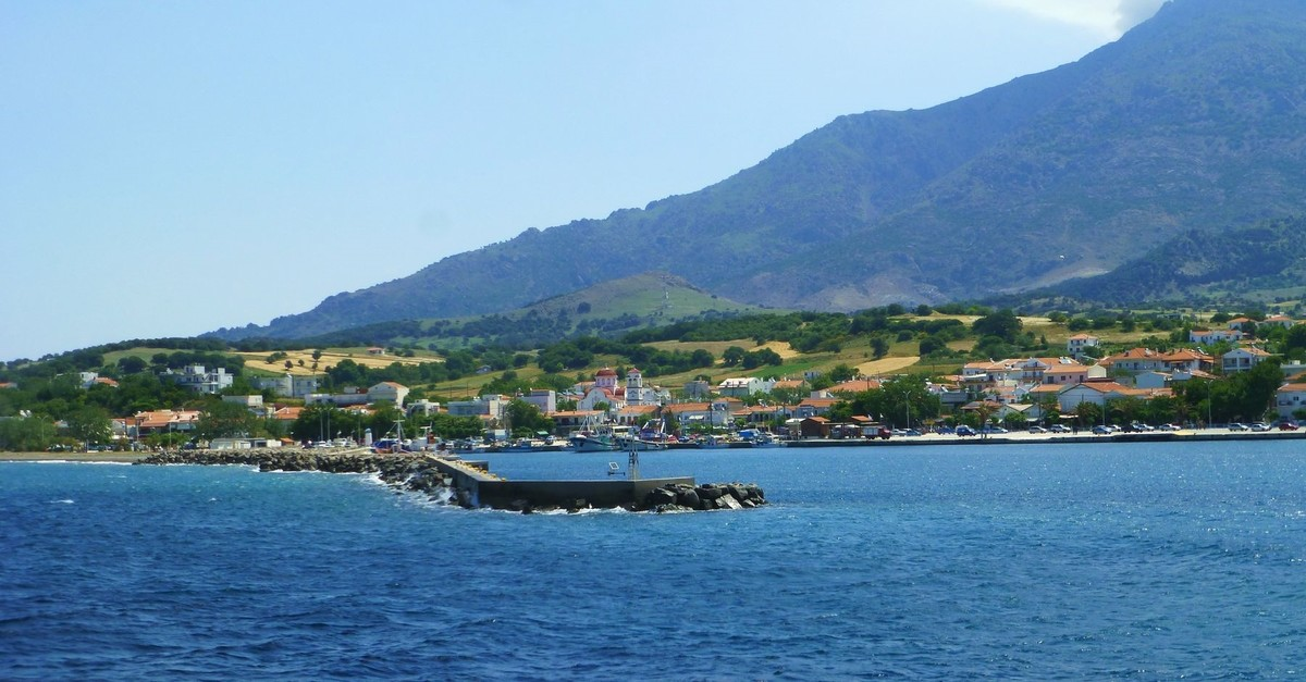 A general view of the harbor village of Kamariotissa located on the west coast of Samothraki. (Photo: Wikipedia)
