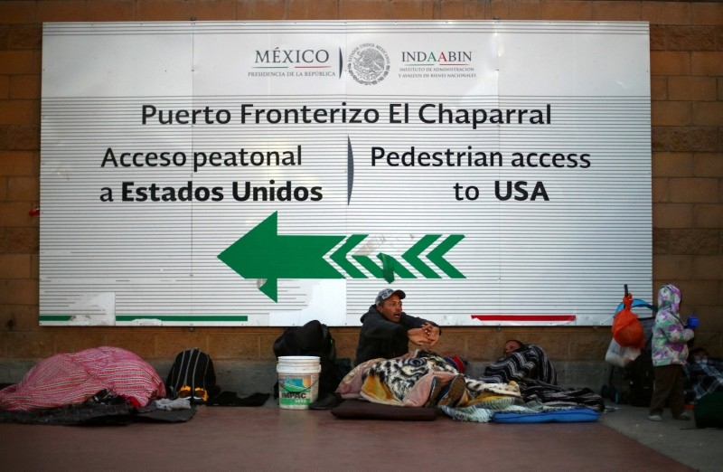 Migrants, part of a caravan of thousands from Central America trying to reach the United States, rest as they wait at the El Chaparral port in Tijuana, Mexico, November 23, 2018. (Reuters Photo)