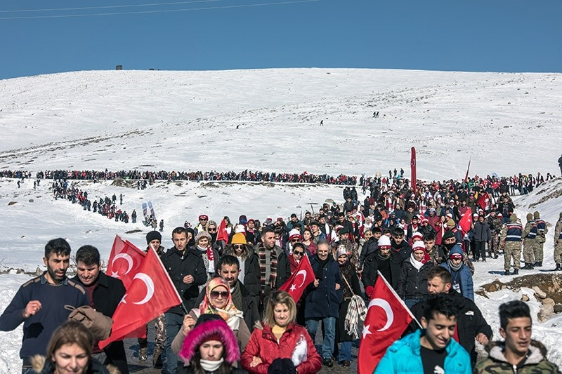 Thousands marched in Turkey's eastern Kars province to commemorate the fallen Turkish soldiers of WWI. (DHA Photo)