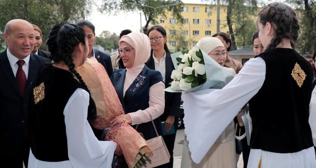 عقيلة الرئيس التركي تزور مستشفى بيشكك القيرغيزي التركي للصداقة