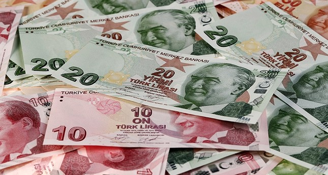 Turkish lira renews new lows against US dollar, euro - Daily Sabah