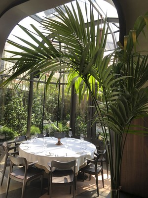 Drawing the most attention for its parties on its terrace area in the summer, Glen's is quite assertive with its venue menu featuring mostly Italian dishes.