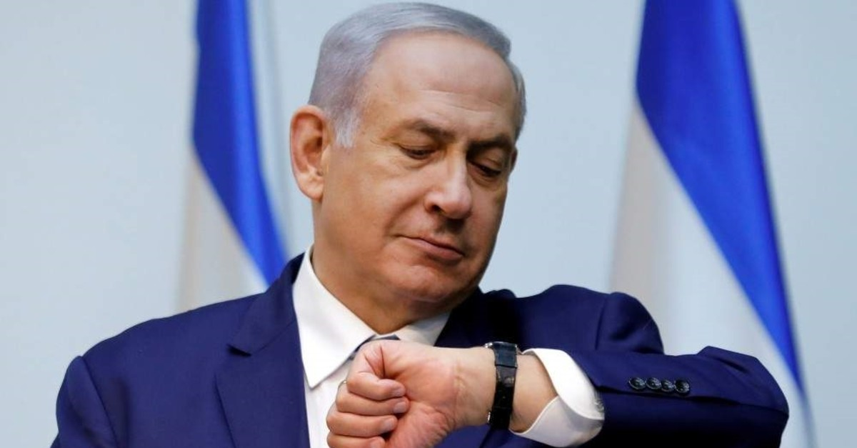 Israeli Prime Minister Benjamin Netanyahu looks at his watch before delivering a statement at the Knesset, Jerusalem, Dec. 19, 2018. (REUTERS Photo)