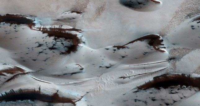 In this file NASA image obtained March 7, 2014, shows  Mars' northern-most sand dunes beginning to emerge from their winter cover of seasonal carbon dioxide. (AFP Photo)