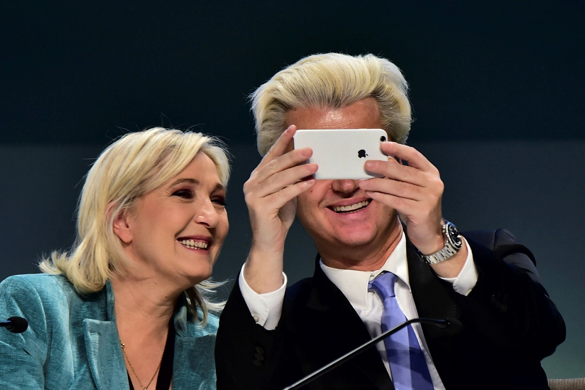 Le Pen (L) and Wilders (AFP Photo)