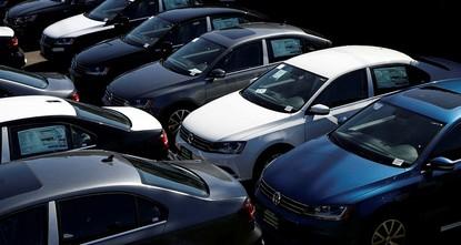 pDer deutsche Autobauer Volkswagen und seine Premium-Tochter Porsche rufen wegen Problemen mit Benzinpumpen in größerem Stil SUV auf dem US-Markt zurück./p  pRisse am Kraftstofffilter könnten zu...
