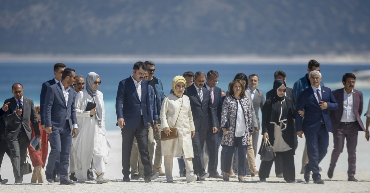 First lady Emine Erdou011fan, accompanied by Minister of Environment and Urban Planning Murat Kurum, visited Lake Salda, Sept.2, 2019.