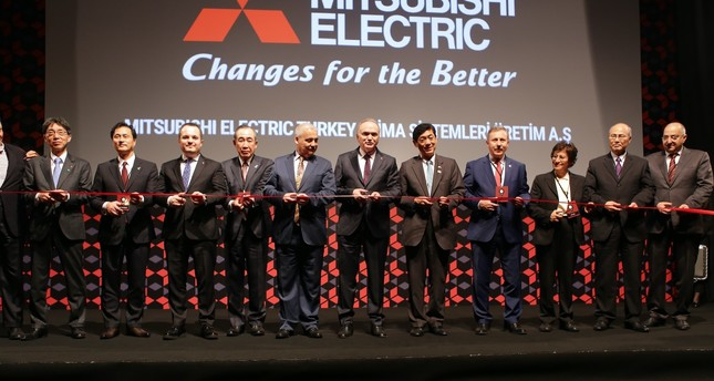 Science, Industry and Technology Minister Özlü (C), ISPAT President Ermut (third from left) and senior executives of Mitsubishi Electric at the opening ceremony of the factory.