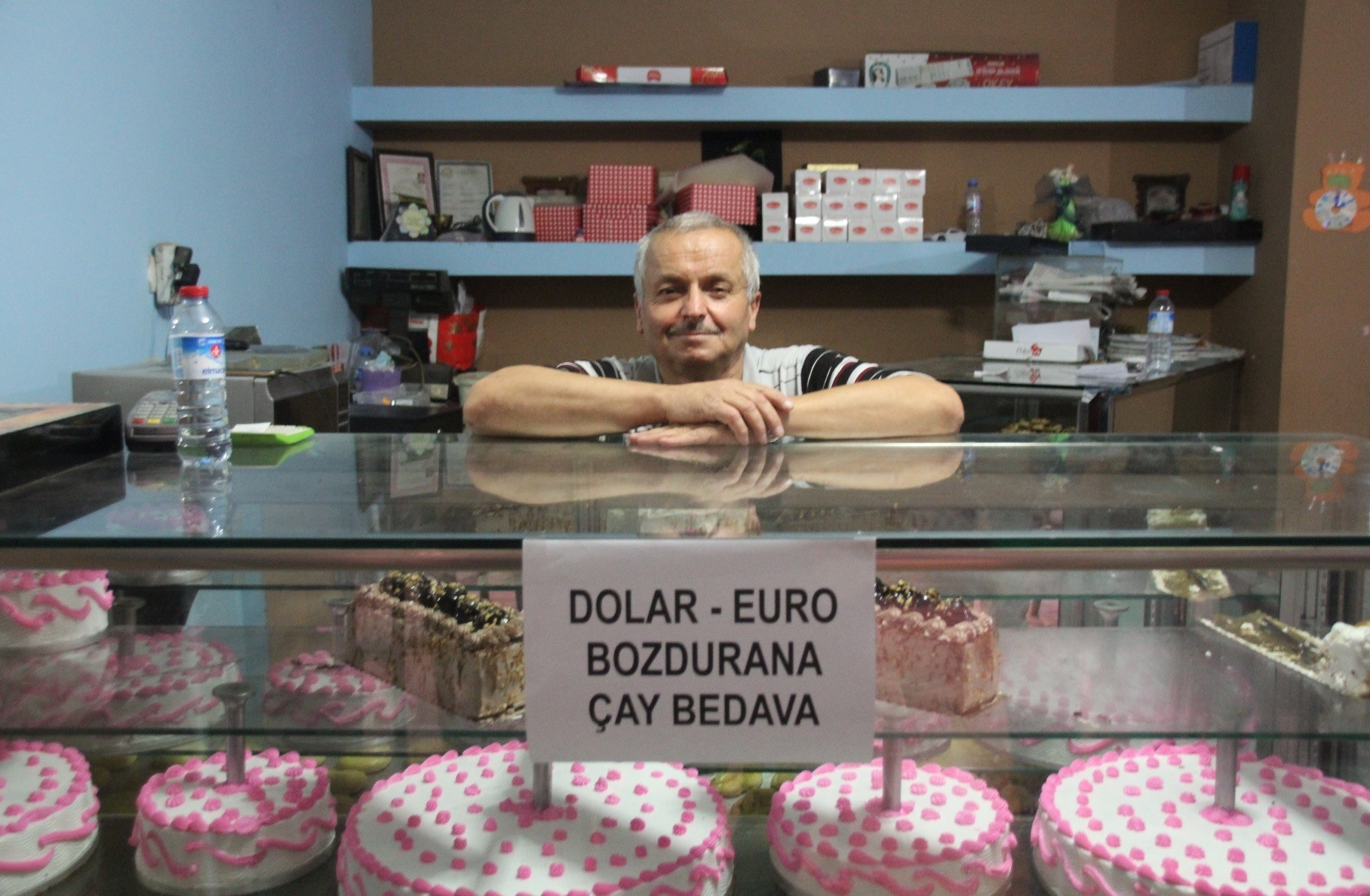 Baker Burhan Uu011furlu from Du00fczce is offering customers free tea if they sell their dollars or euros while Hasan u0130zol from Gaziantep (below) is burning single dollar bills in protest.