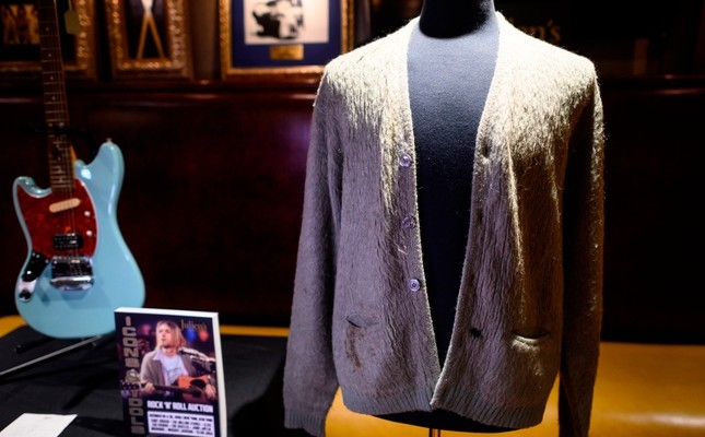 Kurt Cobain's cardigan from Nirvana's 1993 MTV Unplugged performance is on display at the Hard Rock Cafe in New York City ahead of the auction of Julien's Auctions, Oct. 21, 2019 in New York. (AFP Photo)
