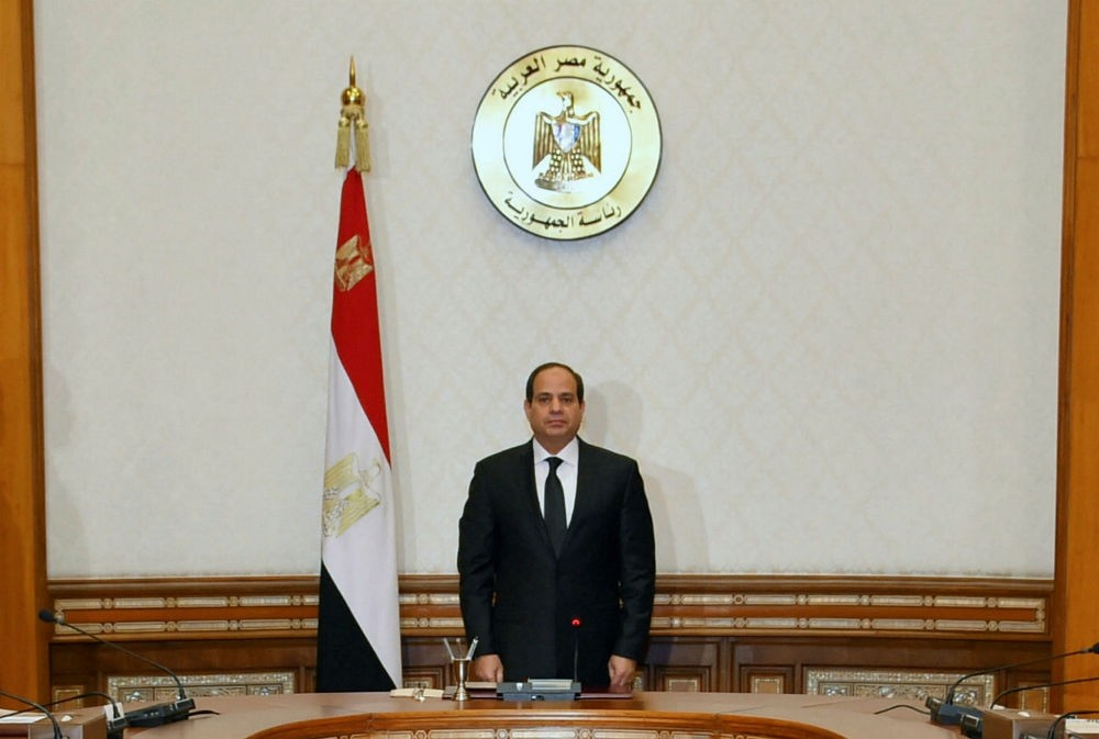 Egyptian President Abdel Fattah al-Sisi stands and observes a minute of silence for the victims of  two Christian church attacks in Cairo, April 9. (Reuters Photo)