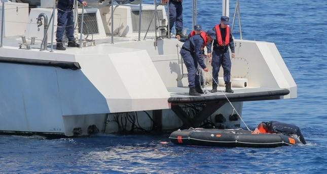 قوات خفر السواحل التركي تجري تمارين تدريبية على عمليات إنقاذ (الأناضول)