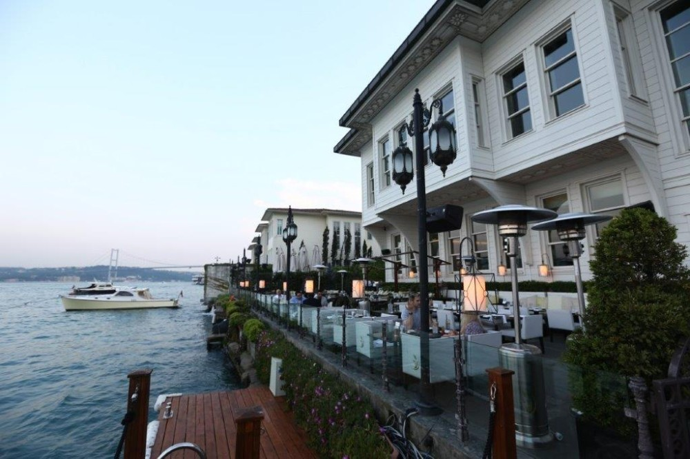 Lu2019assiette is a brand-new restaurant in Istanbul located inside of the Les Ottomans Hotel in the Kuruu00e7eu015fme district of the city.