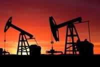 صعود أسعار النفط مدعومة بمحادثات تجارية بين واشنطن وبكين