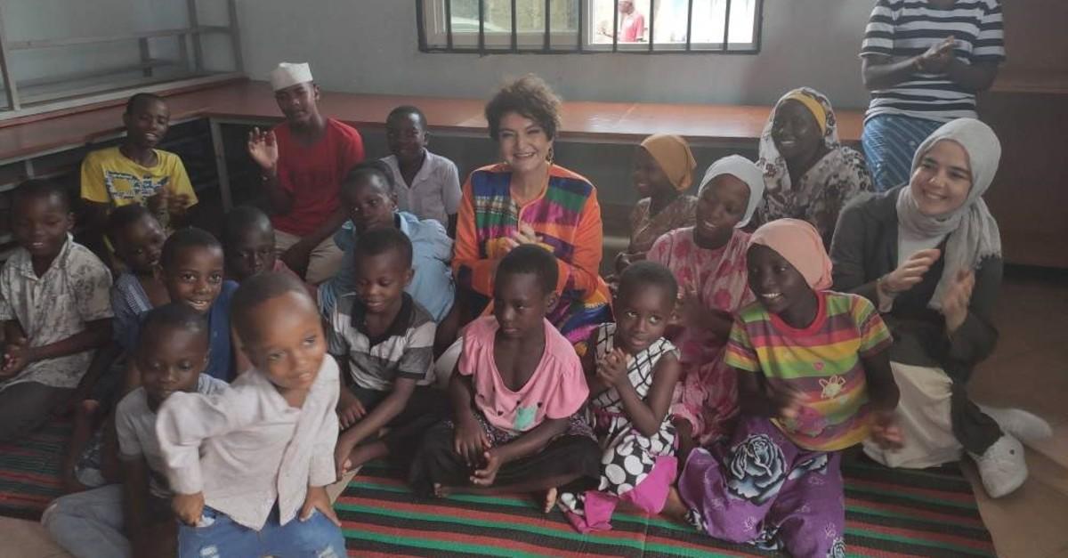 Yeu015fim Davutou011flu (C) with orphans in the orphanage in Dar Es Salaam, Tanzania, Feb. 12, 2020. (Daily Sabah)