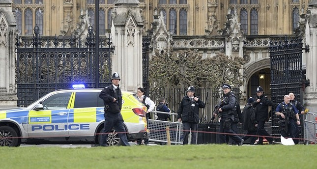 لندن.. قتلى وجرحى في هجوم إرهابي على البرلمانالبريطاني