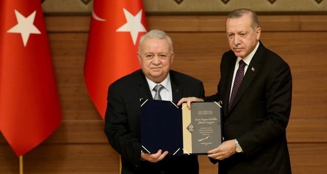 President Recep Tayyip Erdoğan presented a Culture and Tourism Ministry award to Amir Ateş, head of the Üsküdar Music Society, at a ceremony in Ankara yesterday.
