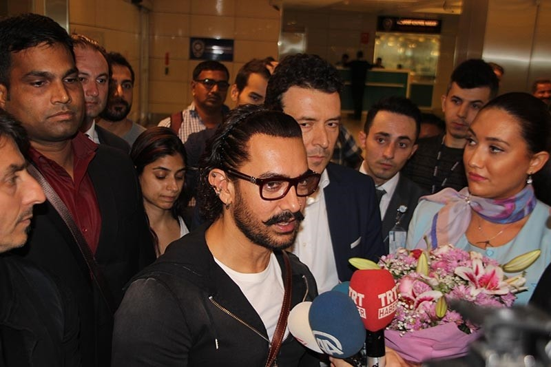 Indian Actor Aamir Khan (center) pictured in Istanbul Atatu00fcrk Airport on Wednesday, October 4, 2017 (AA Photo)