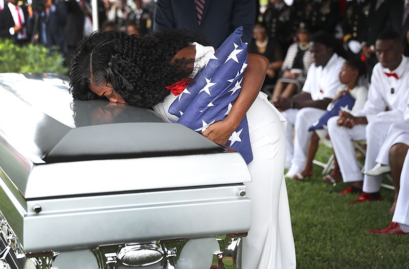 Myeshia Johnson kisses the casket of her husband U.S. Army Sgt. La David Johnson during his burial service at the Memorial Gardens East cemetery on October 21, 2017 in Hollywood, Florida. (Reuters Photo)