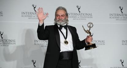 التركي خلوق بلغينر ينال جائزة إيمي الدولية لأفضل ممثل