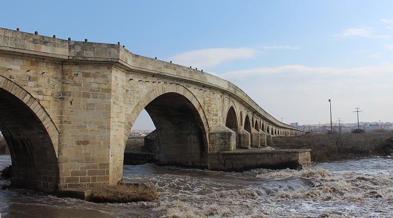 Uzunku00f6pru00fc Bridge, located in Turkey's Edirne province, connects Turkey to the Balkans and Europe (AA Photo)