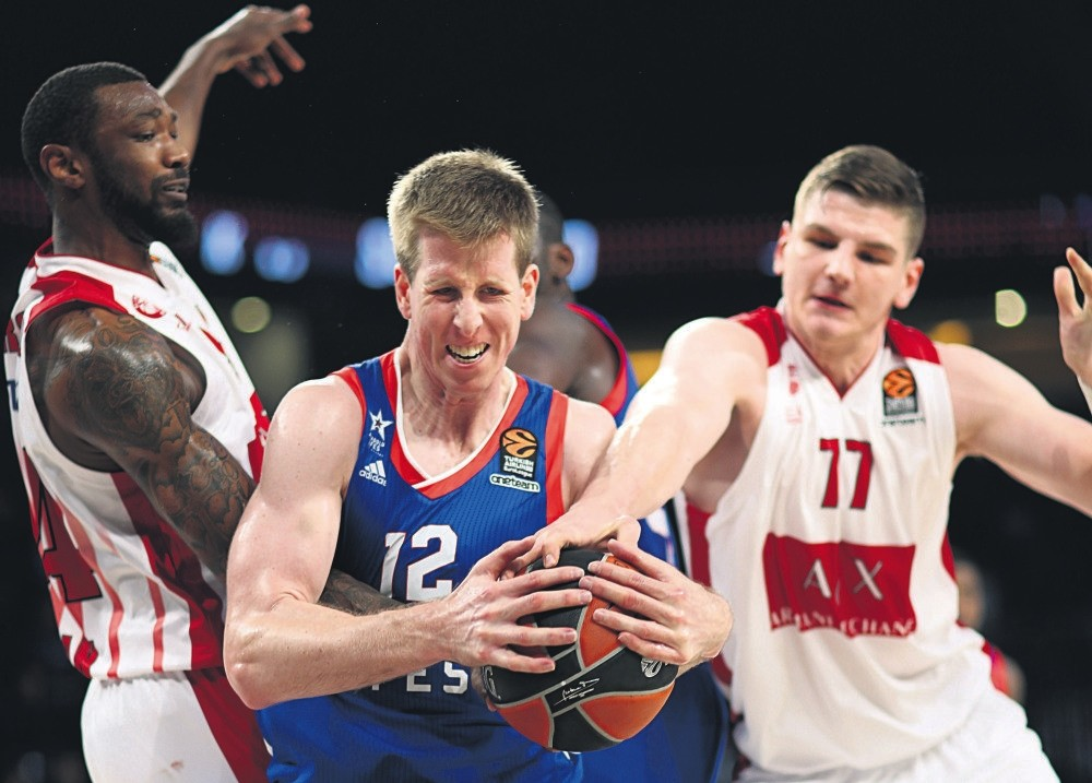 Armani Milan's Corry Jefferson (L) and Arturas Gudaitis in action during a Euroleague basketball game in Istanbul, Nov. 30.