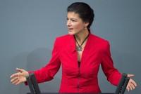 Im internen Machtkampf bei den Linken hat die Vorsitzende der Fraktion im Bundestag, Sahra Wagenknecht, mit Rücktritt gedroht.  Sie bringe ihr Engagement und ihre Fähigkeiten gern für eine gute...