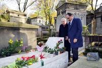 Presidential Spokesman Kalın visits iconic singer Ahmet Kaya's grave in Paris