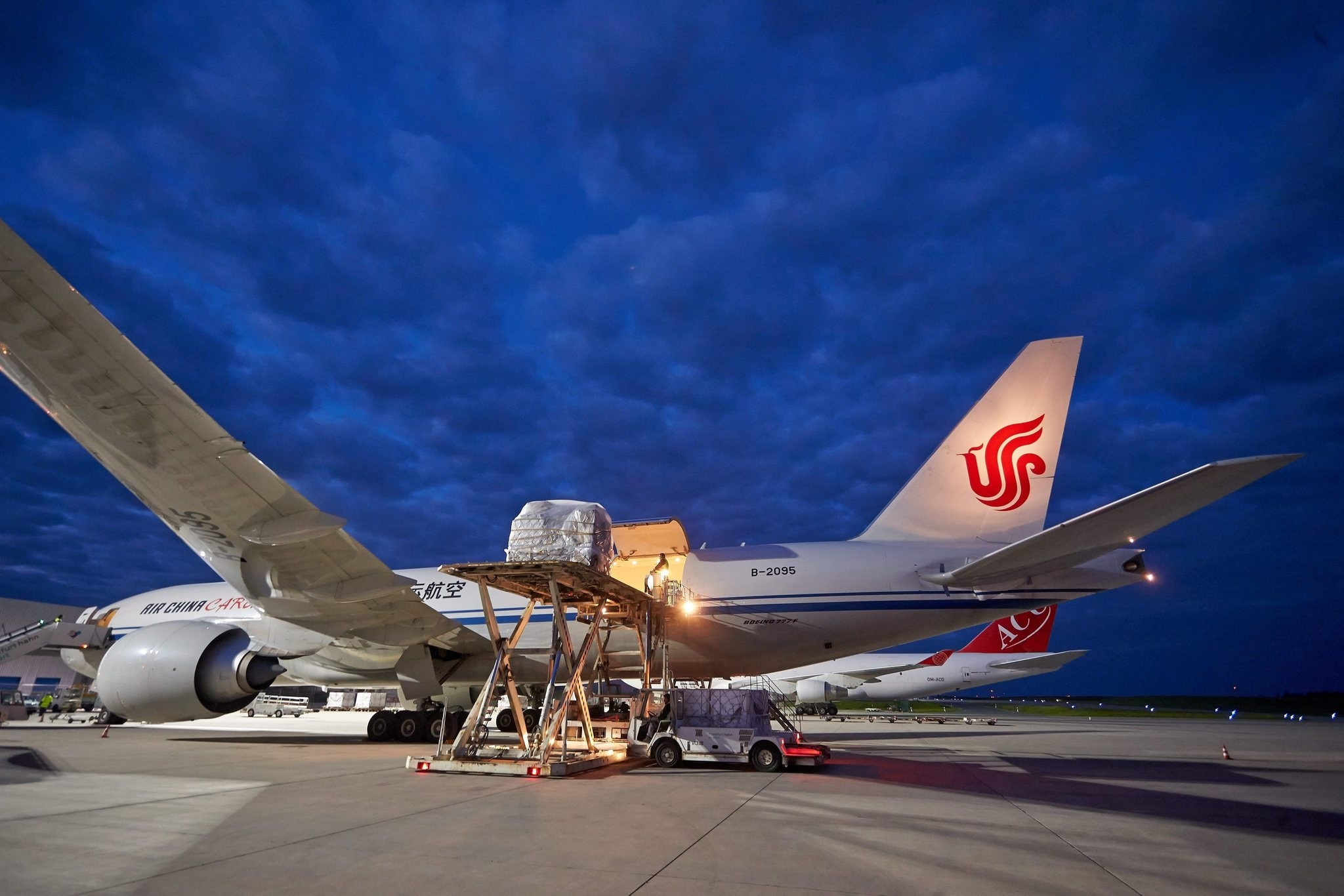 A picture made available Sept. 3, 2014 shows a Boeing 777 freight airplane of Chinese airline Air China cargo at the Airport Frankfurt/Hahn. (EPA Photo)