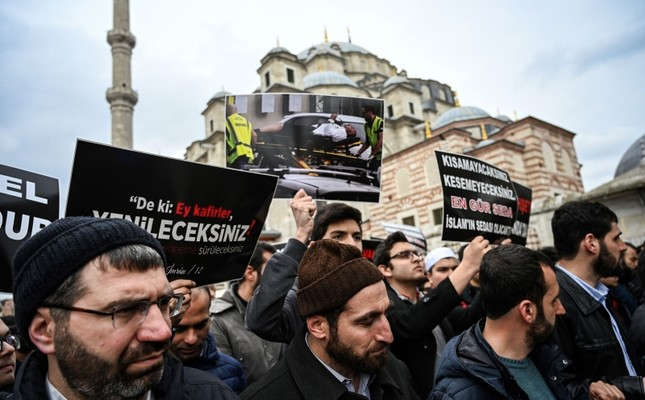 Protesters demonstrate to denounce New Zealand mosque attacks in Christchurch on March 15, 2019 at Fatih Mosque in Istanbul, after a symbolic funeral prayer for the victims of the attacks. (AFP Photo)