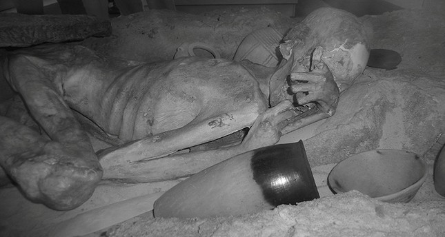 An infrared image of the male mummy known as 'Gebelein Man' can be seen in this photograph issued by The British Museum in London, Britain (Reuters Photo)