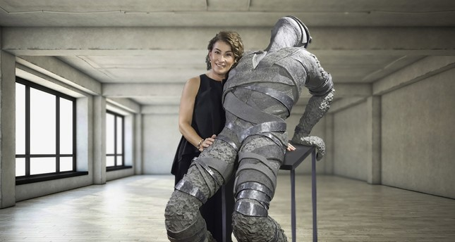 Tuba Önder Demircioğlu shapes her sculptures, blended with bronze and lead materials and pushes the limits of plasticity.